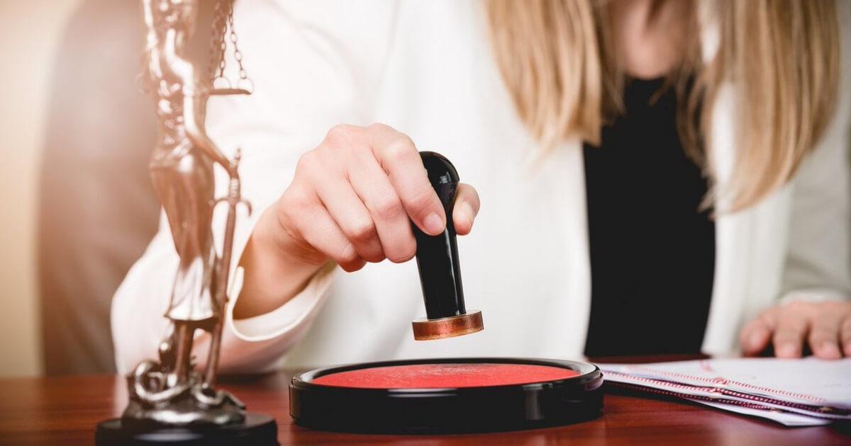 devenir assistante juridique avec une formation en