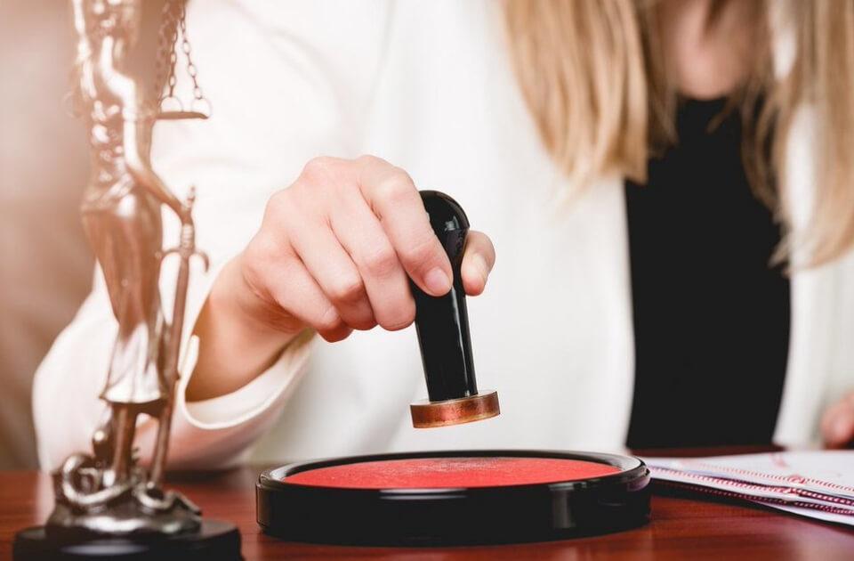Devenir assistante juridique